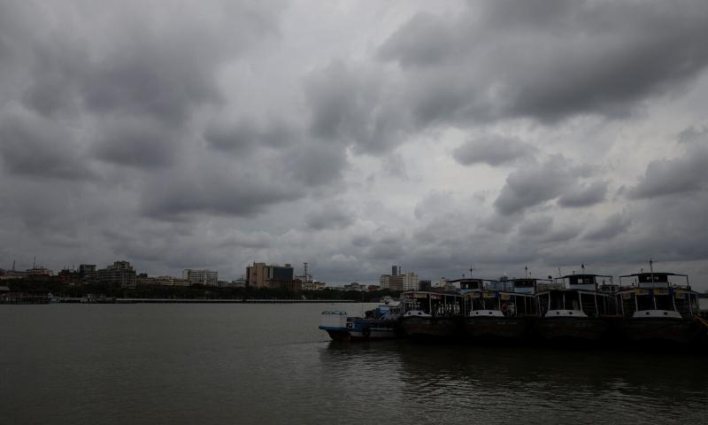 Cyclone forces mass evacuation from India and Bangladesh coasts