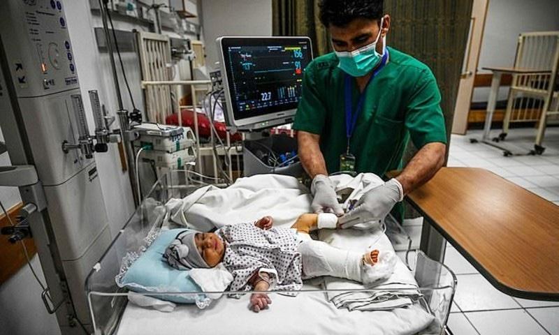 آپریشن کے بعد بچے کی حالت خطرے سے باہر ہے، ڈاکٹرز—فوٹو: اے ایف پی