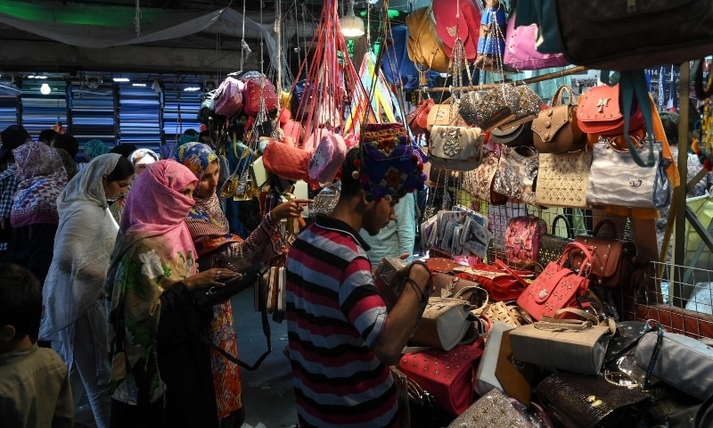 People shop at Baghbanpura Bazar in Lahore on May 21. — AFP