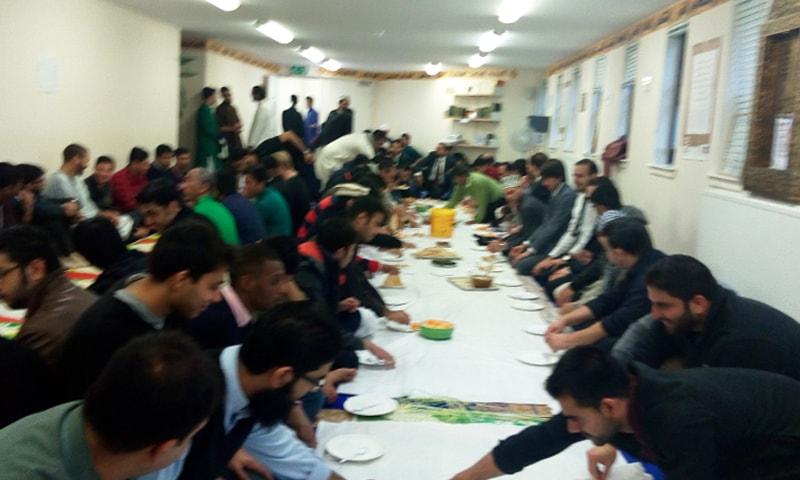 یونیورسٹی کے دنوں میں کیمپس کی مسجد میں عید کی نماز کے بعد ناشتے کا اہتمام