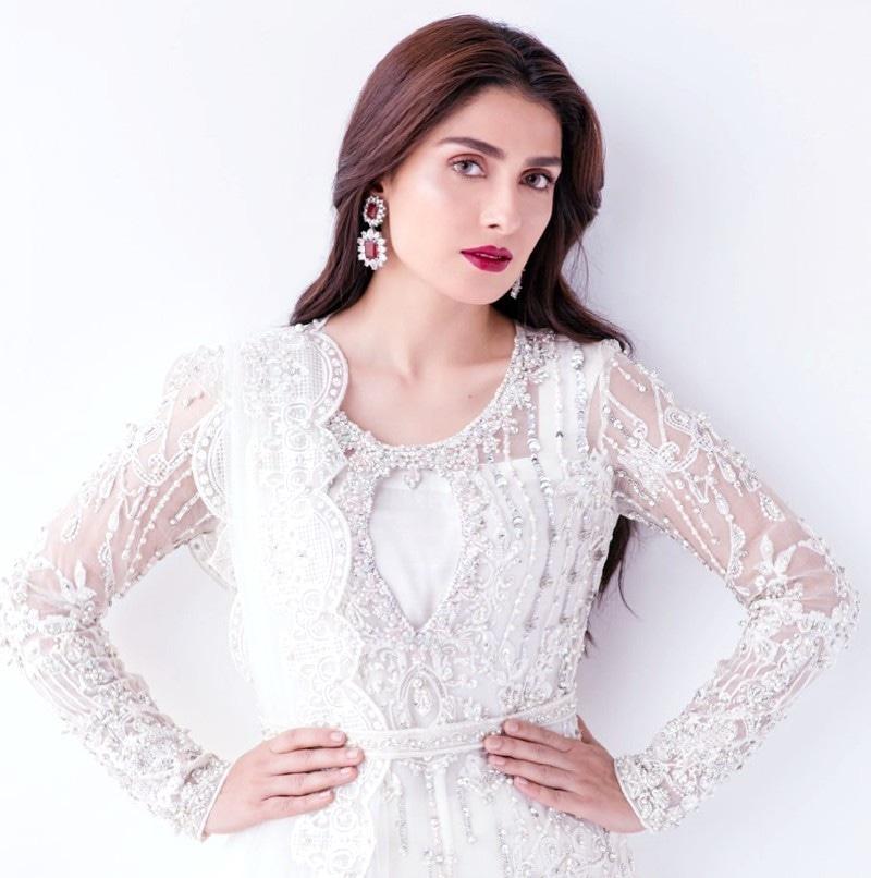 عائزہ خان نے حال ہی میں میرے پاس تم ہو ڈرامے میں کافی مقبولیت حاصل کی تھی—فوٹو: انسٹاگرام