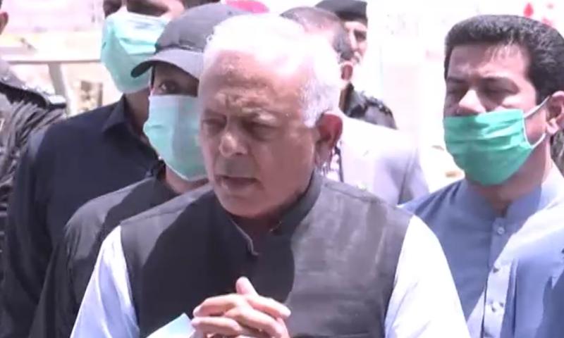 غلام سرور خان کراچی میں میڈیا سے بات کررہے تھے—فوٹو:ڈان نیوز