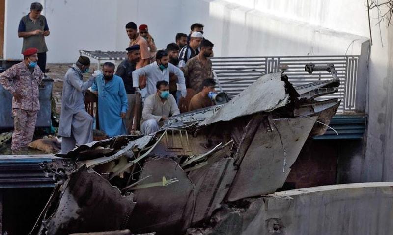 محمد زبیر کے مطابق آخر تک ہمیں یہ لگتا رہا کہ طیارہ معمول کی لینڈنگ کررہا ہے—فوٹو: رائٹرز