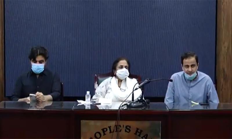 ترجمان حکومت سندھ مرتضیٰ وہاب، صوبائی وزیر صحت عذرا پیچوہو اور صوبائی وزیر اطلاعات ناصر حسین شاہ پریس کانفرنس سے خطاب کر رہے ہیں— اسکرین شاٹ
