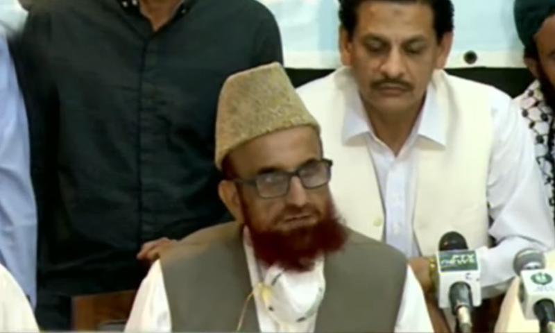 Chairman Central Ruet-i-Hilal Committee Mufti Muneebur Rehman addressing a press conference in Karachi. — DawnNewsTV