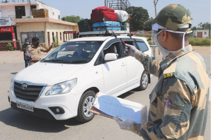 INDIAN Border Security Force personnel on Wednesday check the names of Pakistani nationals, who were stranded in India following the closure of borders due to the Covid-19 lockdown. A total of 179 stranded Pakistanis returned home via the Wagah border crossing.—AFP