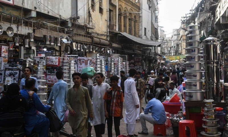 Sindh working on increasing hospitals' capacity for Covid-19 patients in Karachi as space running out