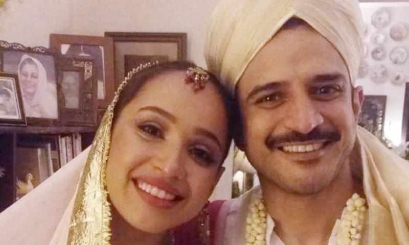 دانیال راحیل نے فیس بک پر فریال محمود کے ساتھ عروسی جوڑے میں لی گئی تصویر بھی شیئر کی—فوٹو: فیس بک
