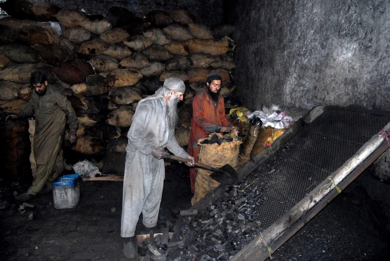 Men work overtime at a coal godown in Islamabad | Mohammad Asim/White Star