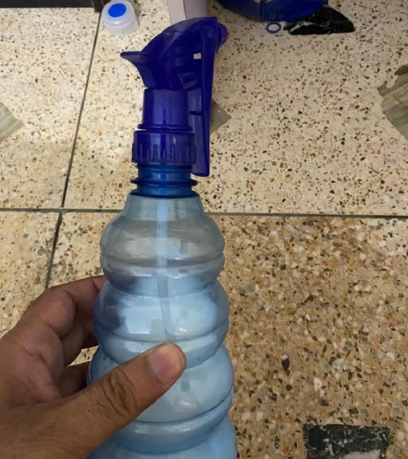 ڈیٹول اور بلیچ ملے پانی کی اسپرے بوتل