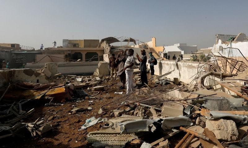 کراچی طیارہ حادثے میں پائلٹ سمیت 97افراد جاں بحق ہو گئے تھے— فائل فوٹو: رائٹرز