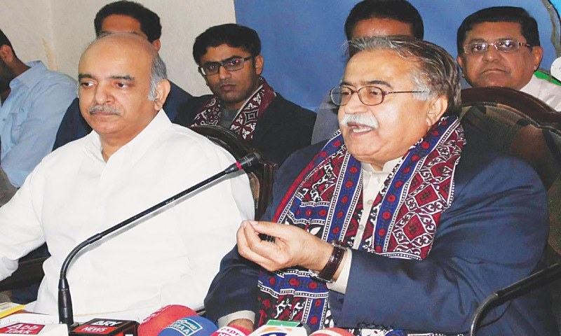 Moula Bux Chandio (L) is in isolation, says he is fine. ⁠— Dawn/File