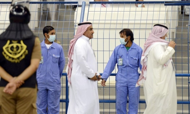 کورونا وائرس: سعودی حکومت کا نجی ملازمین کو 2 سال تک نصف تنخواہ دینے کا اعلان