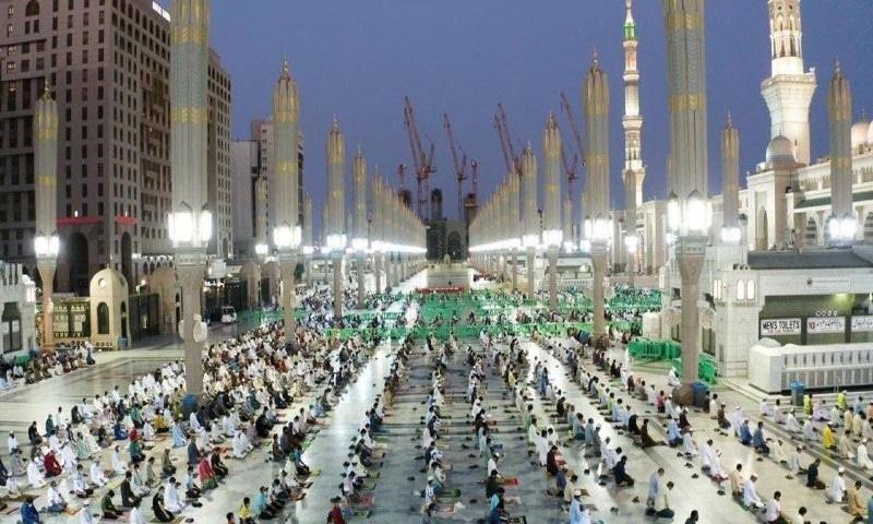 پہلے ہی دن مسجد نبوی میں 93 ہزار سے زائد نمازیوں نے نماز ادا کی—فوٹو: سعودی گزٹ