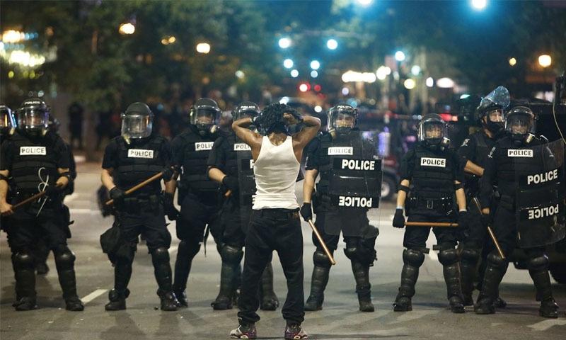 امریکا: سیاہ فام نواجون کی ہلاکت پر احتجاج میں شدت، 10 ہزار مظاہرین گرفتار