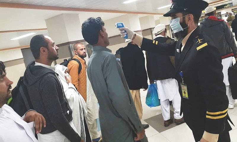 سندھ میں بیرون ملک سے آنے والے مسافروں کا کورونا ٹیسٹ کرنے کا فیصلہ