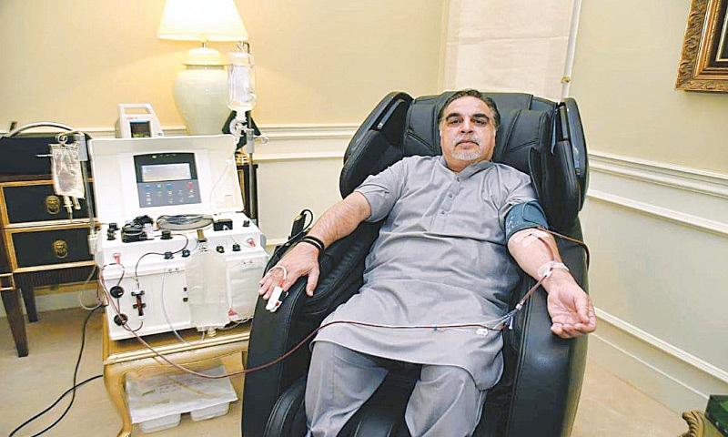 The governor donates plasma on Friday.—APP