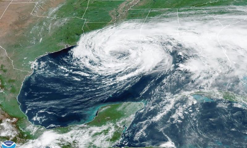 Rain floods towns as storm Cristobal  nears US coast