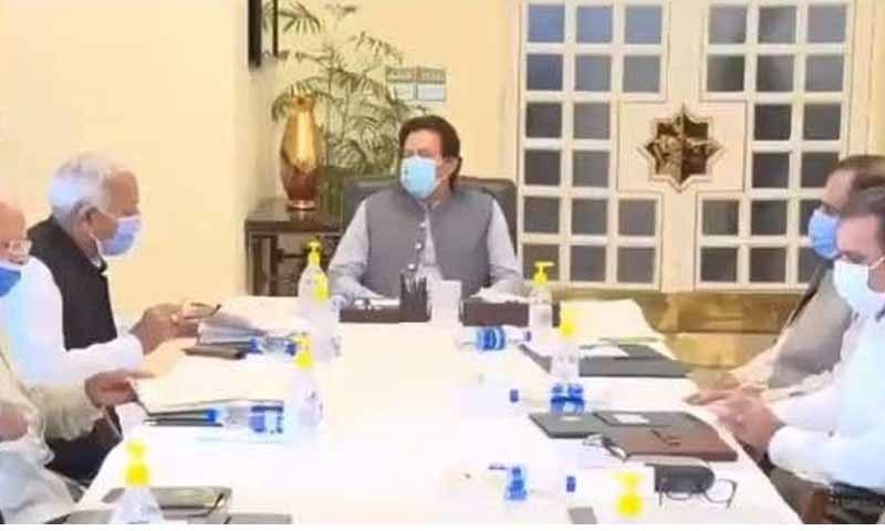 کراچی میں پی آئی اے کے طیارے کے حادثے کے تناظر میں ہوابازی کے اجلاس کی سربراہی  وزیراعظم نے کی—تصویر: اے پی پی