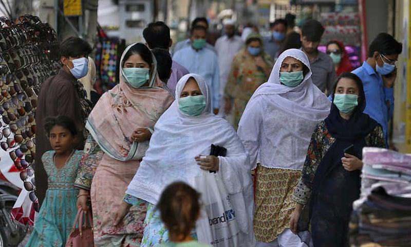 تخمینوں کے مطابق کورونا کے خاتمے تک پاکستان میں 22 لاکھ سےزائد اموات ہوچکی ہوں گی—فائل فوٹو: اے پی