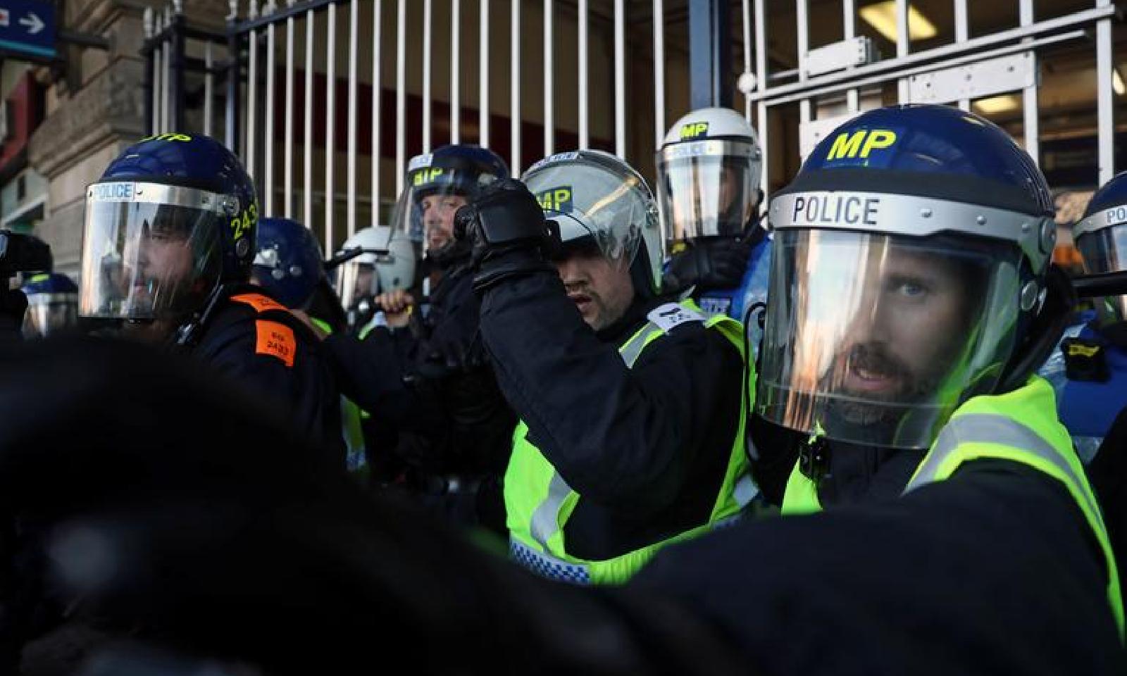 پولیس نے مظاہرین کو منتشر کردیا—فوٹو:رائٹرز