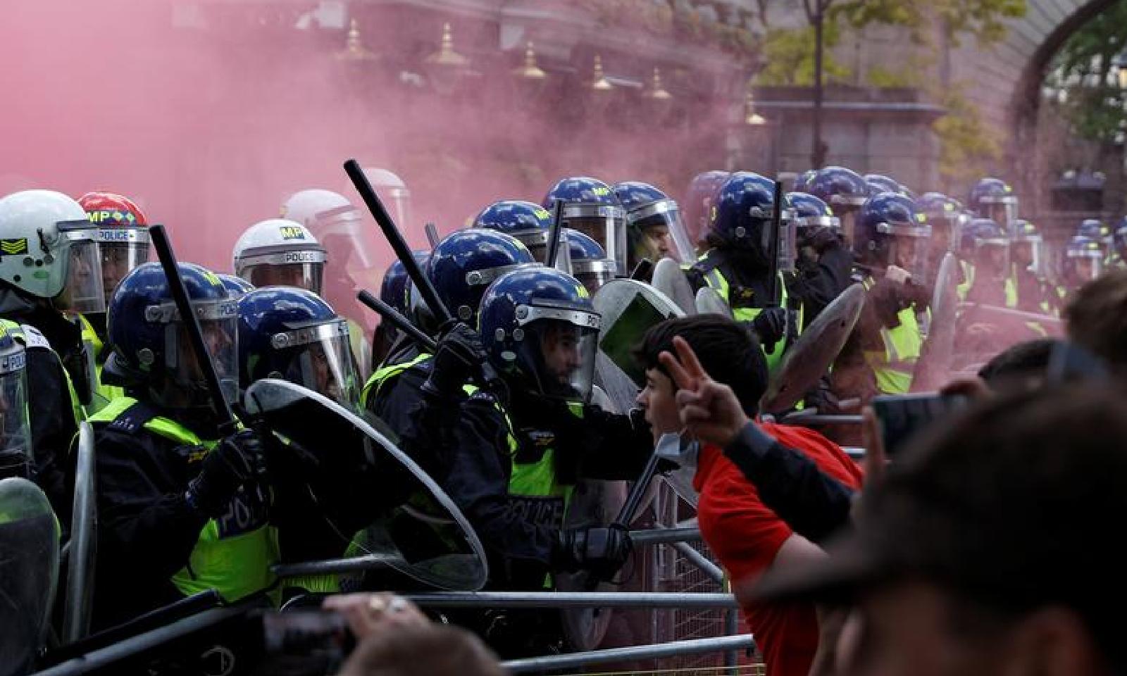 پولیس کو سخت اقدامات کرنے پڑے—فوٹو:رائٹرز