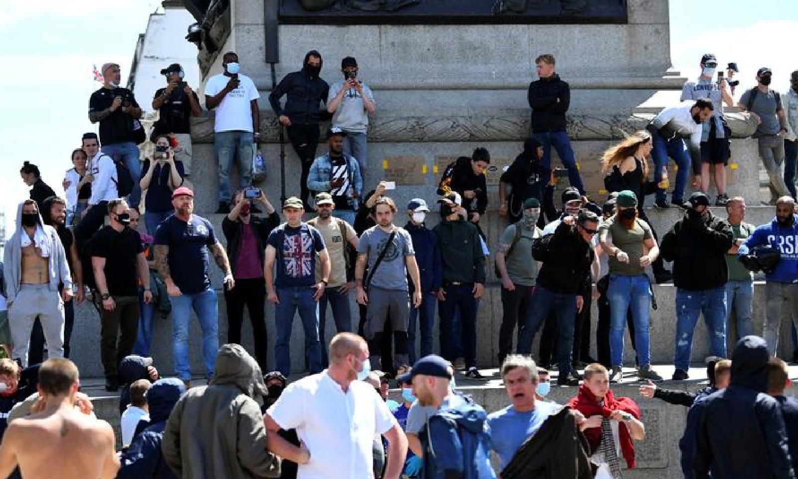 دائیں بازو کے سخت گیر شہریوں کی تعداد بھی زیادہ تھی—فوٹو:رائٹرز