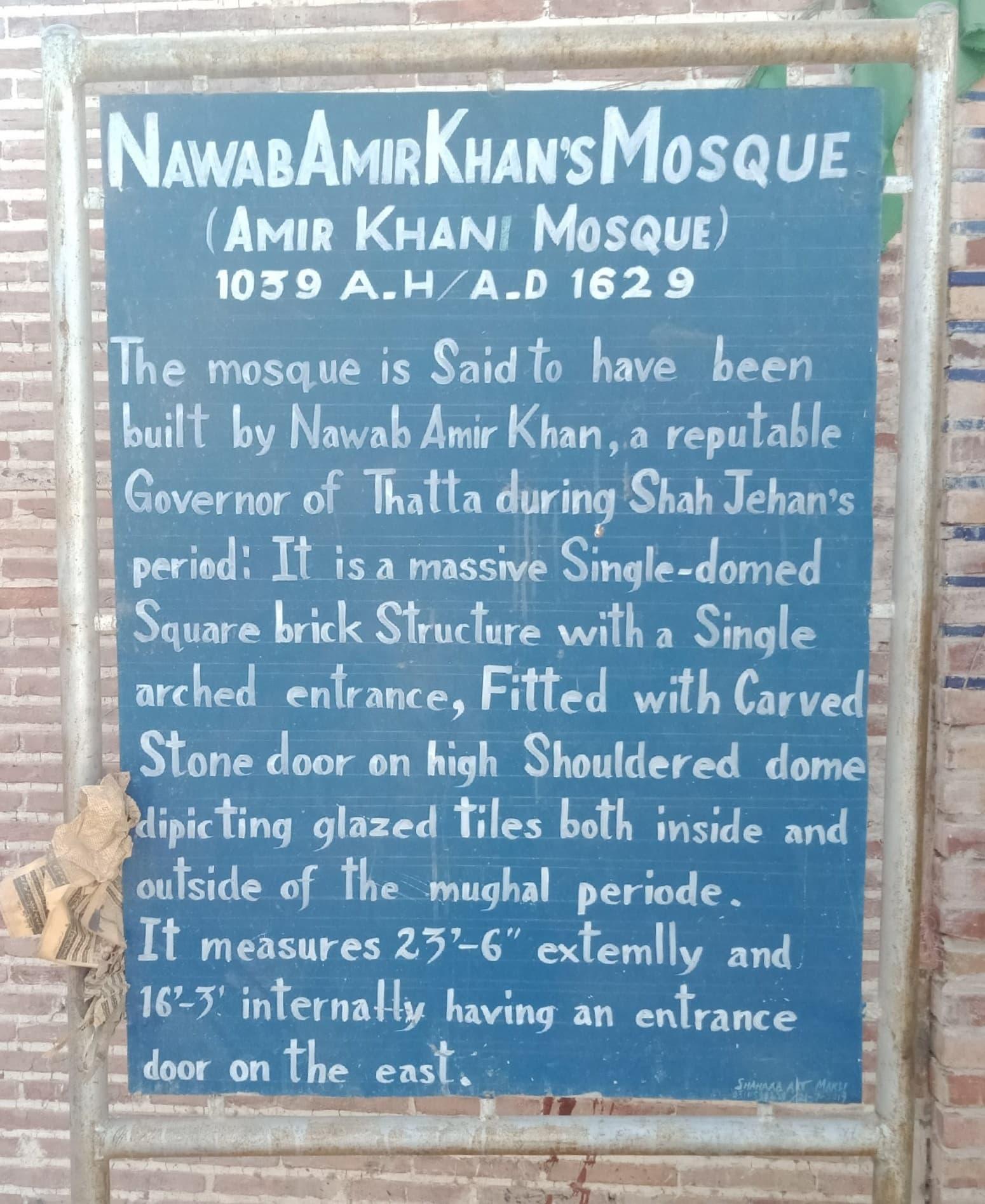 امیر خانی مسجد کے باہر نصب بورڈ