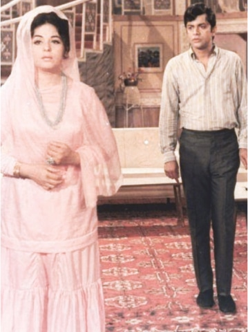 SABIHA Khanum with another great performer Waheed Murad on a movie set.