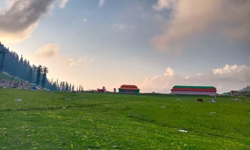 وادی کمراٹ کا سب سے خوبصورت سیاحتی پوائنٹ جاز بانڈہ— عظمت اکبر