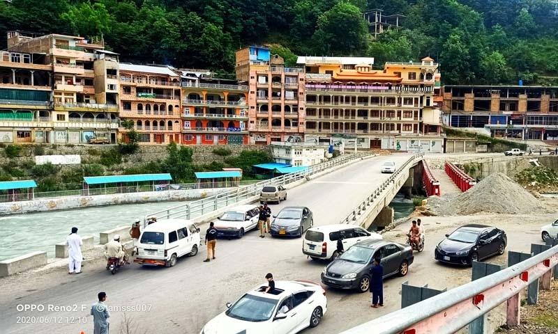 چیک پوسٹوں پر سیکیورٹی فورسز نے سیاحوں کو واپس لوٹنے پر مجبور کیا— سیف الدین