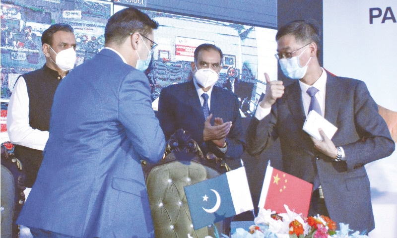 TAXILA: Managing Director of the Heavy Mechanical Complex Zaheer Shah and Chinese Ambassador to Pakistan Yao Jing express happiness after the signing of a contract between the CPEC Authority and Chinese companies on Thursday.—Online