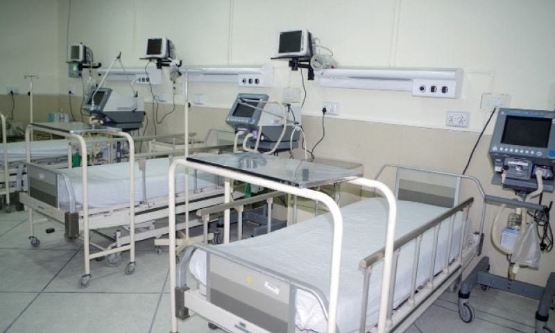 In the high dependency units (HDUs) in the entire Punjab, 628 beds are unoccupied out of 1,175 reserved for the coronavirus patients. — Dawn/File