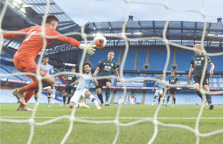 City crush 'embarrassed' Burnley to keep Liverpool waiting