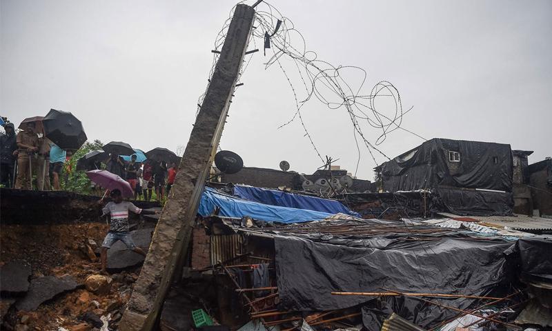 بھارت: بارش، آسمانی بجلی سے خواتین بچوں سمیت 83 افراد ہلاک