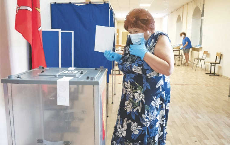 Russians vote to extend Putin's rule