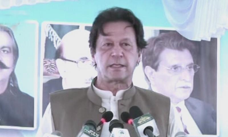 عمران خان نے کہا کہ ہیلتھ کارڈ کے ذریعے 10 لاکھ تک کا علاج مفت ہوسکے گا—فوٹو: ڈان نیوز