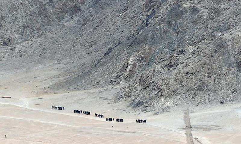 چین کے جواب میں بھارت نے متنازع سرحد پر فوجیوں کی تعداد بڑھا دی