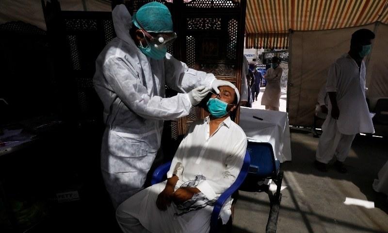 کورونا وبا: سندھ میں کیسز 80 ہزار سے زائد، ملک میں متاثرین 2 لاکھ 5 ہزار 647 ہوگئے