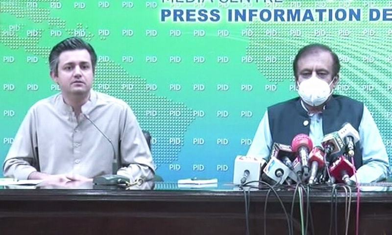 Minister for Industries and Production Hammad Azhar accompanied by Inform­a­tion Minister Shibli Faraz and Commu­nications Minister Murad Saeed (not pictured) addresses a press conference. — DawnNewsTV