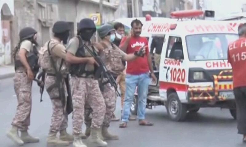 سندھ رینجرز نے بتایا کہ حملے میں ملوث تمام دہشت گردوں کو ہلاک کر دیا گیا—تصویر: ڈان نیوز