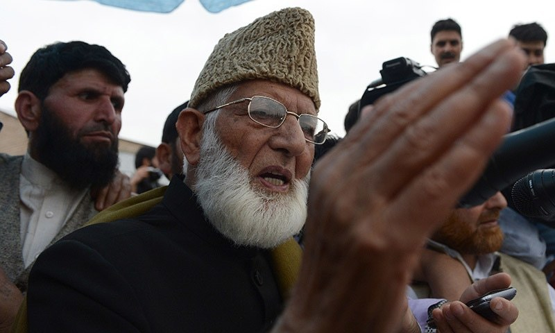Kashmiri separatist leader Syed Ali Shah Geelani address a rally on his return from New Delhi, in Srinagar on April 15, 2015.  Thousands attended the rally in the summer capital of the restive state of Jammu and Kashmir, designed as a show of strength for Geelani.   AFP PHOTO / Tauseef MUSTAFA
