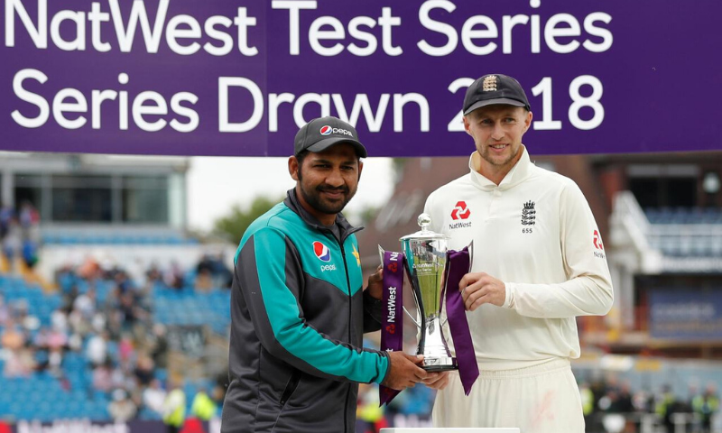 England's Joe Root and Pakistan's Sarfraz Ahmed pose with the trophy after the 2018 series was drawn, in Leeds, UK. — Reuters/File