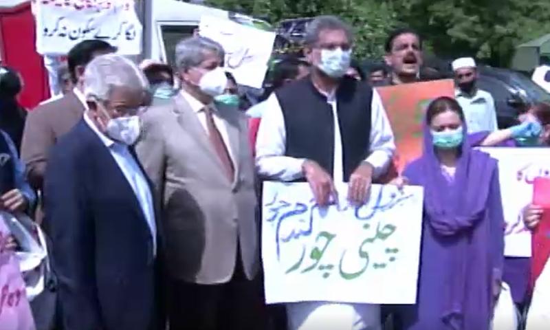 شاہراہ دستور پر اپوزیشن کا احتجاج، 'حکومت سے چھٹکارا حاصل کرنا ناگزیر ہے'