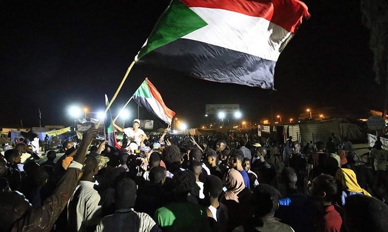ہزاروں شہریوں نے آزادی، امن اور انصاف کے نعرے لگائے—فائل/فوٹو:اے ایف پی
