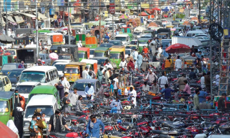 View of the jampacked Liaquat Road in Rawalpindi on Tuesday. The district administration will be sealing Bara Market located along this road as well as Narankari Bazaar to contain the spread of coronavirus. — INP