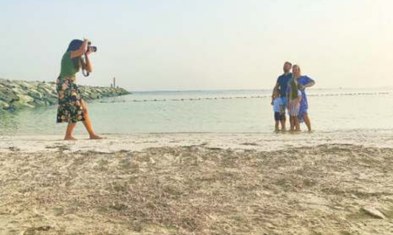 Dubai: Photographer Paula Hainey gives a free photo session at a beach to a family leaving Dubai for Britain. — Reuters