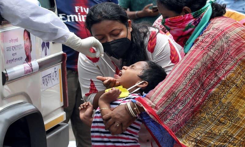 بھارت دنیا میں کورونا وائرس سے سب سے زیادہ متاثر ہونے والا چوتھا ملک ہے—تصویر: رائٹرز