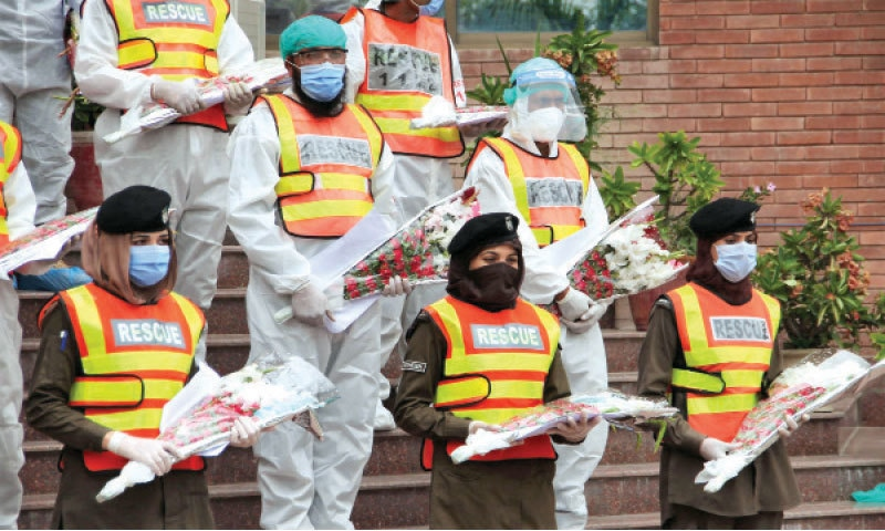 Rescue 1122 pays tribute to workers during a function in Peshawar. — White Star