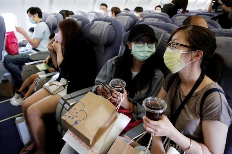 جہاز میں بیٹھنے والے افراد کی حقیقی پرواز کی طرح میزبانی بھی کی گئی—فوٹو: رائٹرز